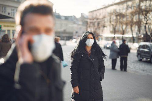 personne-portant-masque