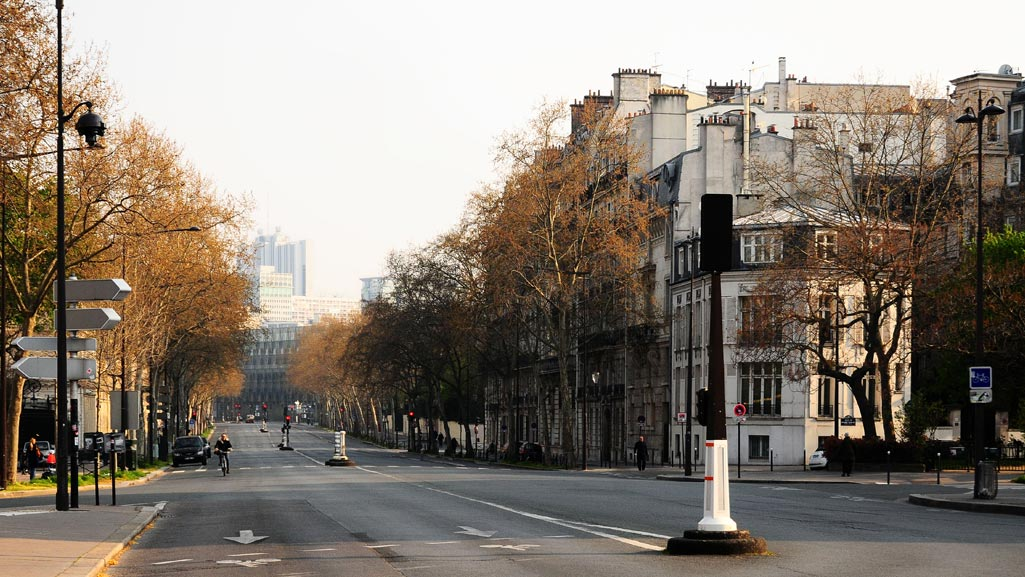 Leere Straße in Paris