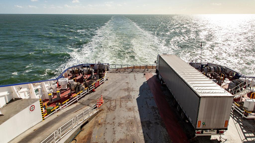 camion cargo sur le port