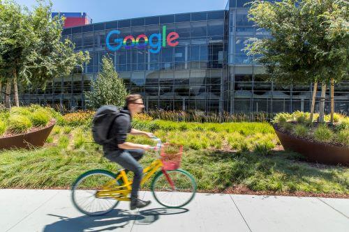 cycliste devant Google